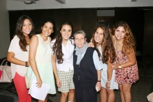 Teresa y alumnas del Mérida